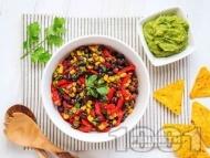 Чили веган салата с кафяв боб, царевица, червена чушка и сос салца